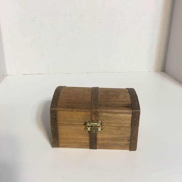 Small Chest Style Trinket Box!